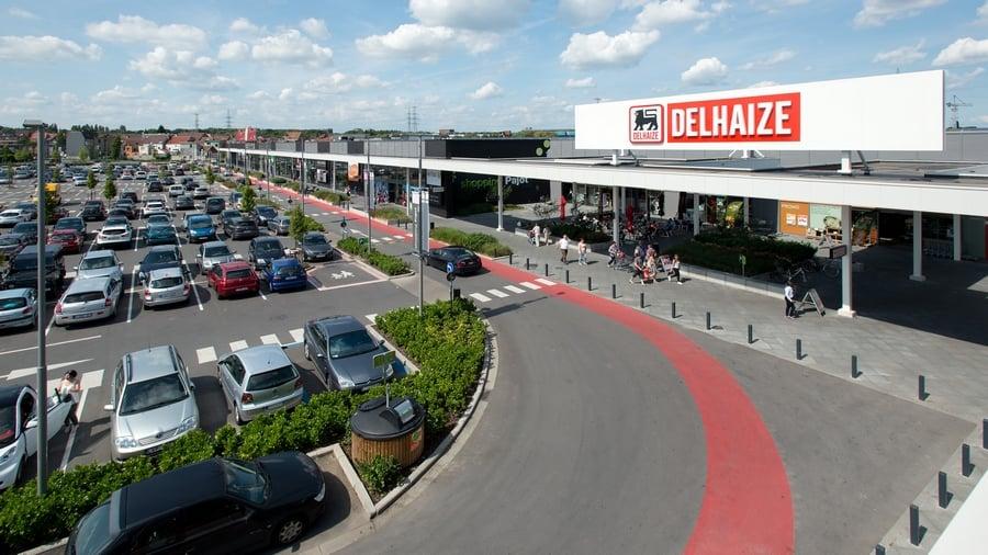 Parkeren Delhaize supermarkt