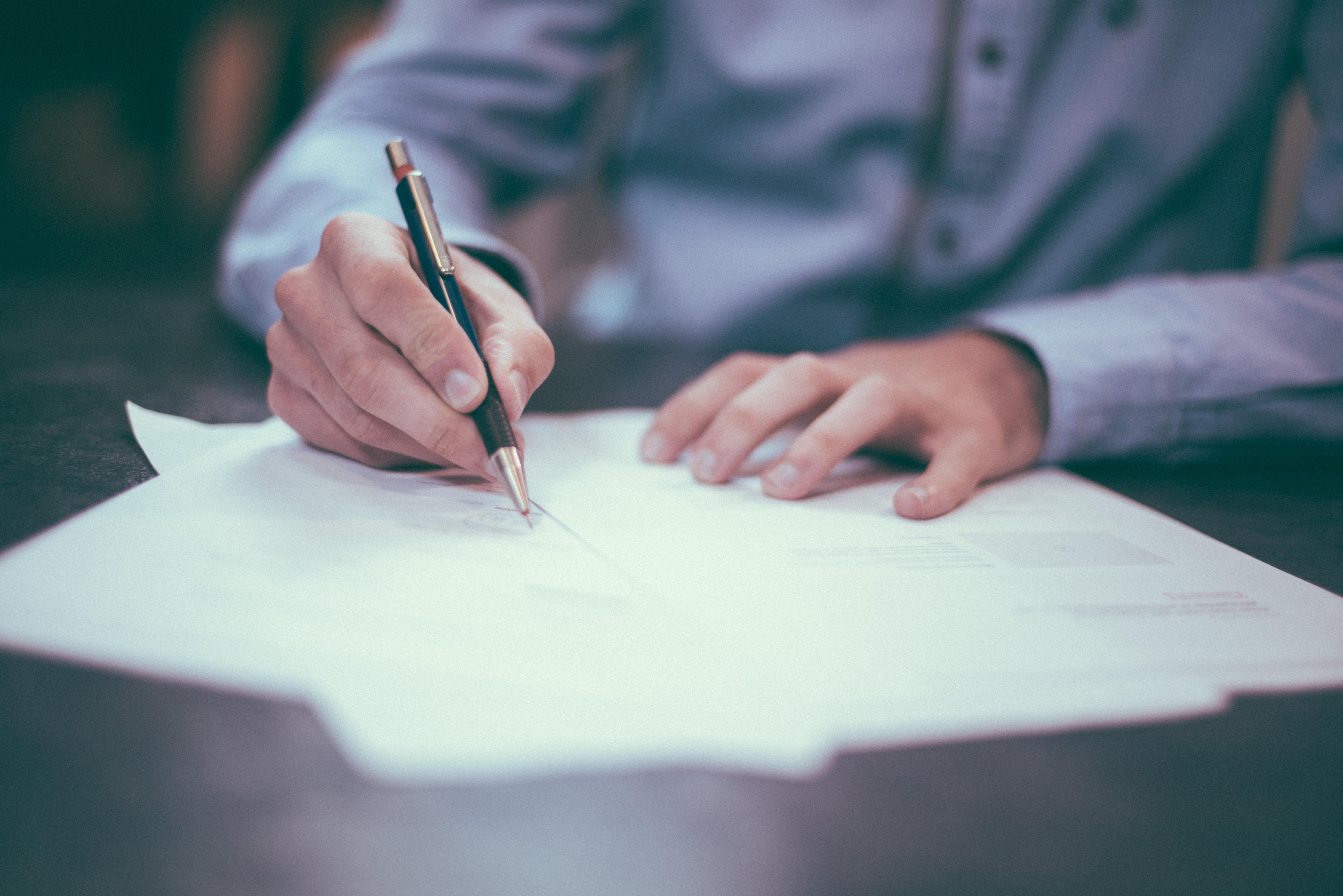 Signature contract new employee